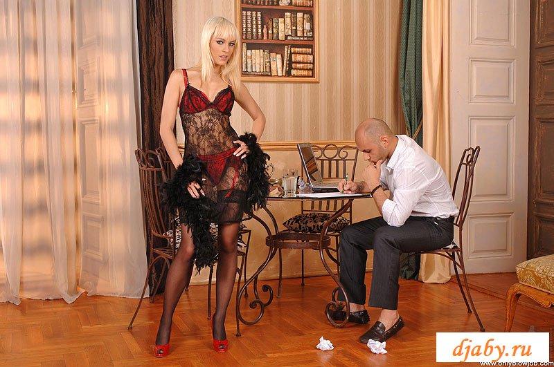 Секретарша делает минет боссу