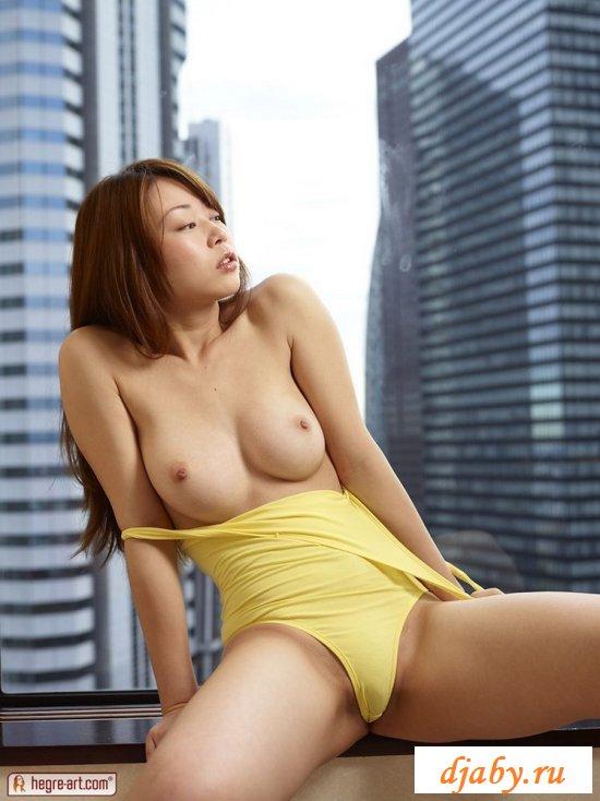 Нагая женщина азиатка