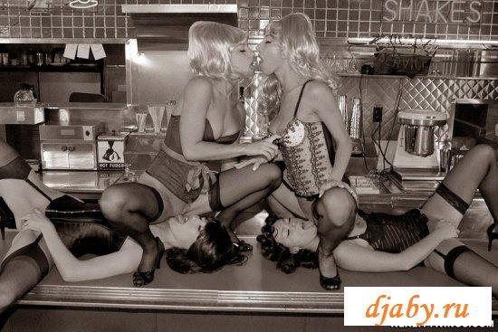 Порно в кафе