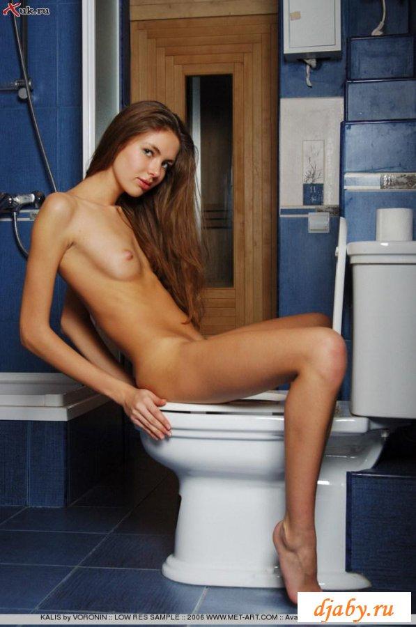 Телка набрала пенную ванную