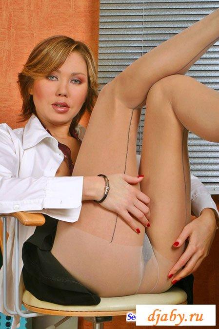 Секретарша с короткой стрижкой