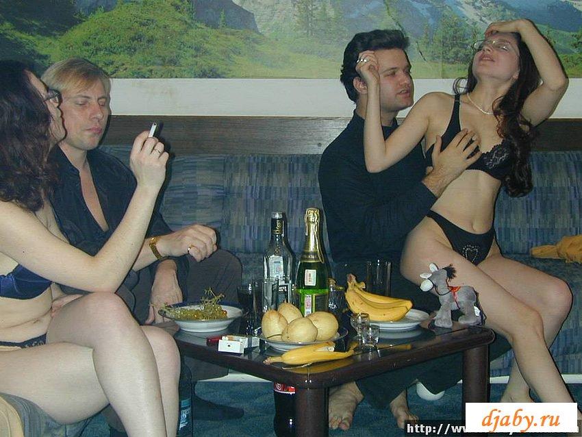 Пьяные малышки в сауне