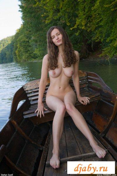 Нимфа в лодке.