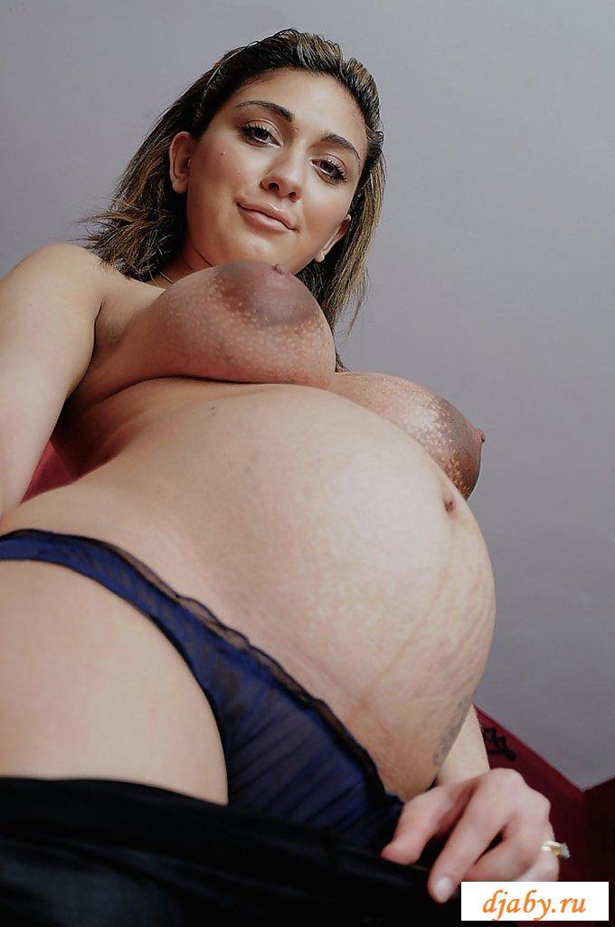Беременная девушка с огромными сосками