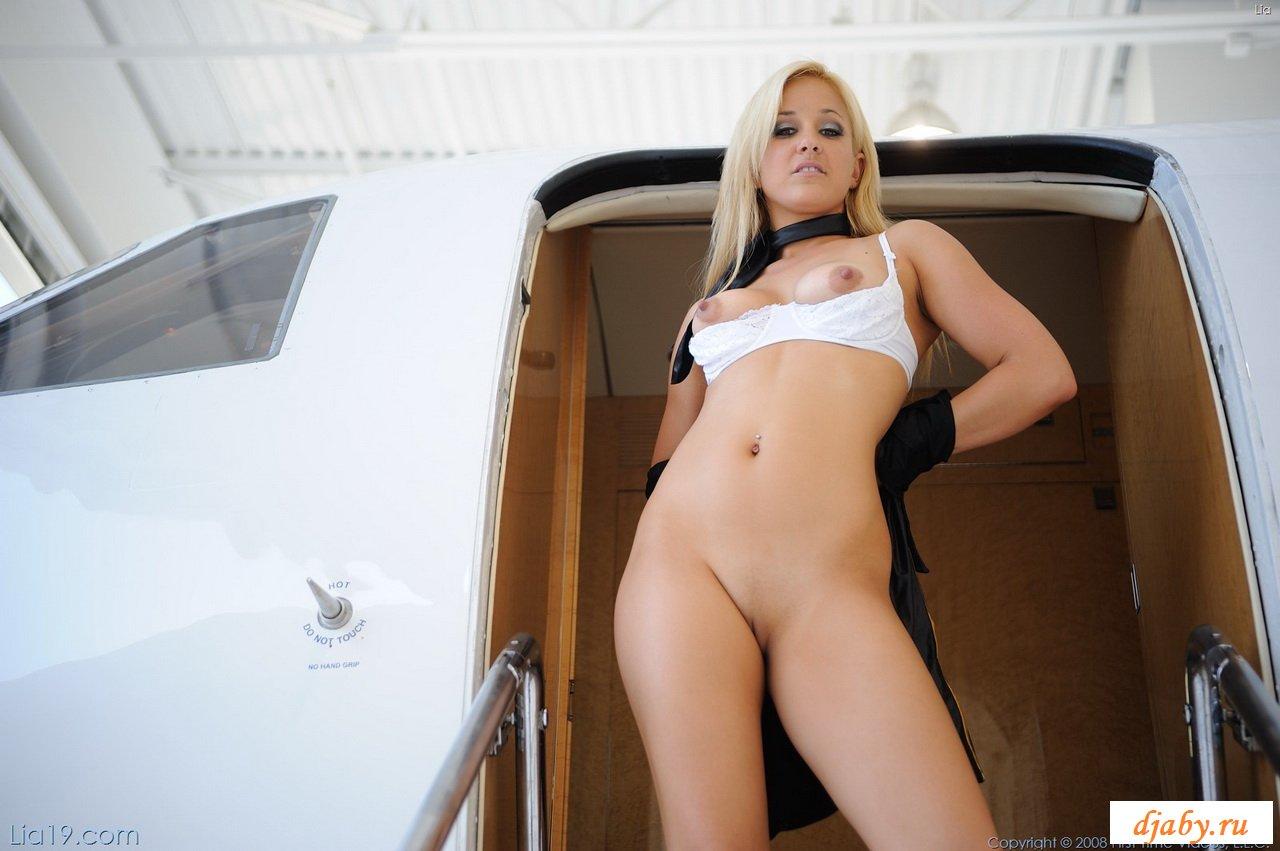 lia-stewardess-nude
