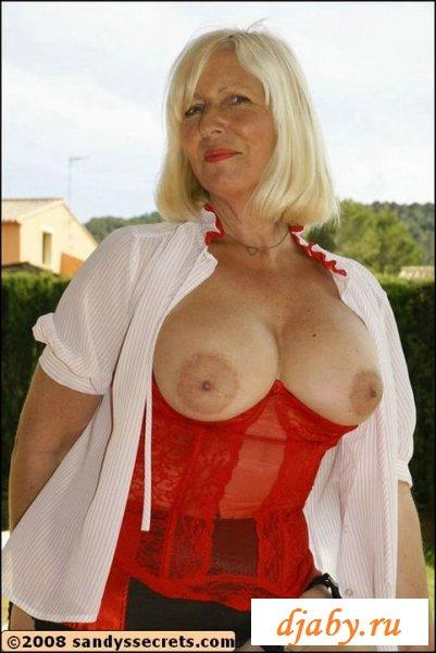 Старушка одела сексуальный наряд