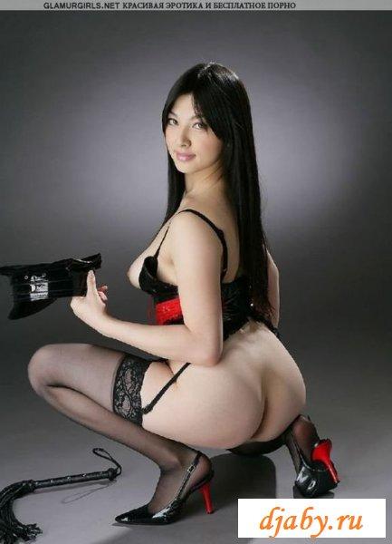 Азиатка в развратном эротическом костюме (эротика)