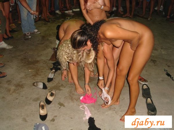 Раздетые суки напились на пьяной вечеринке