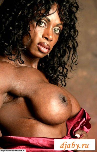 Перекаченная темнокожая девка