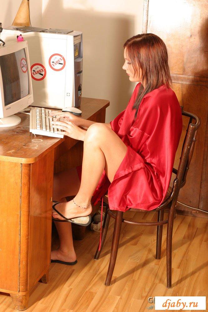 Порно кончила перед компьютером фото красавицы