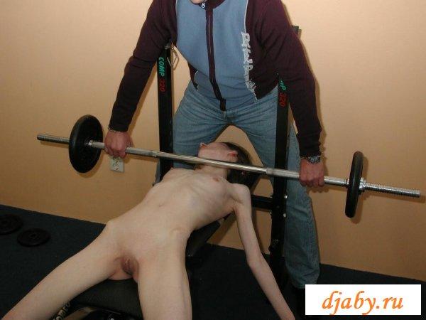 Голые анорексички показывают свои тела