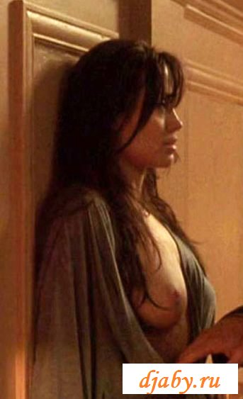 bell-bundy-angelina-jolie-boobs-gif