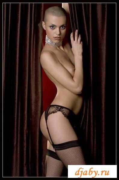 Бритая эротичная конкурсатнка Ксения Иванова (8 фото эротика)