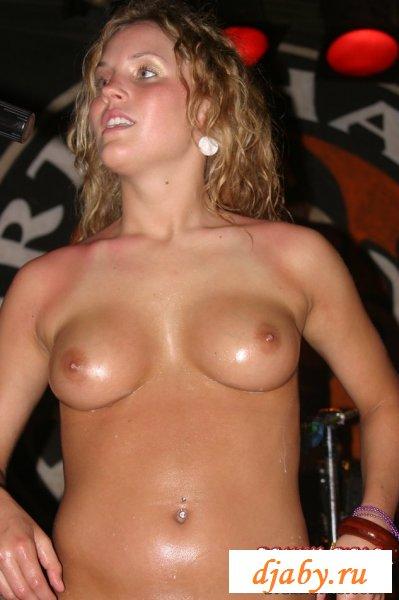 Полненькая голая полячка танцевала на сцене (8 фото эротика)