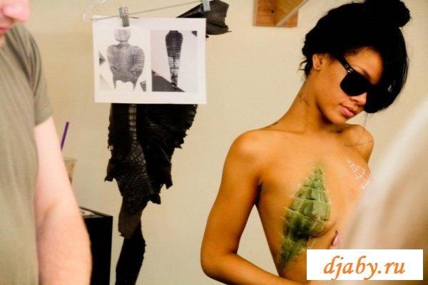 Побудьте с эротичной эффектной Rihanna