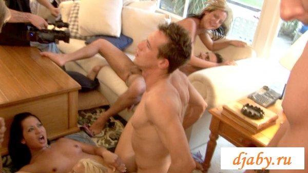 Сексуальная движуха с горячими девочками и ковбоями