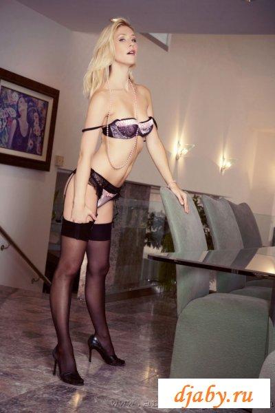 Стриптиз в эротическом нижнем белье