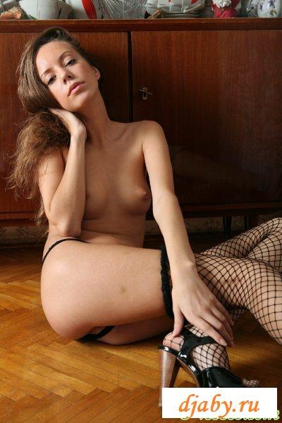 Плясала в эротичном нижнем белье по комнате