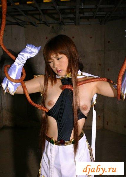 У японки с голыми сисями извращенная фантазия