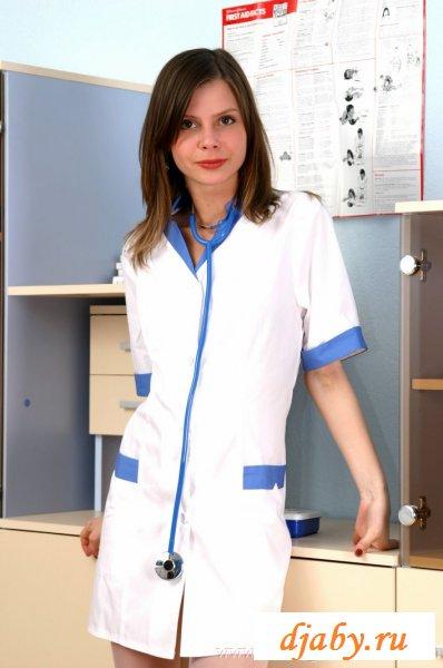 Несколько фото парочки сексуальных медсестер