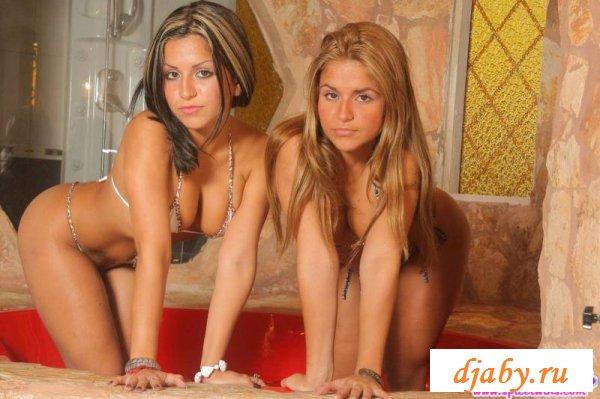 Вдвойне сексуальные влажные близняшки
