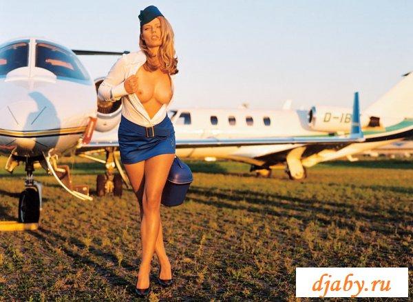 Развратное поведение симпатичных стюардесс