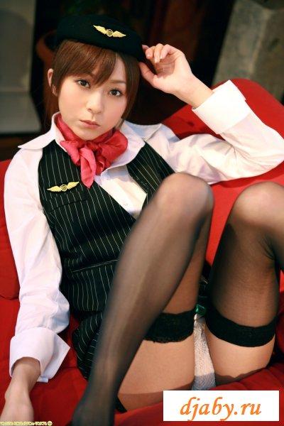 Японская стюардесса в кружевных чулочках