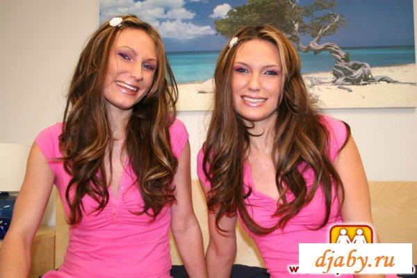 Домашние развлечения обаятельных близняшек
