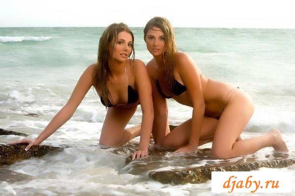 Наслаждаемся красотой голых близняшек