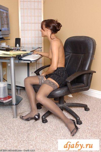 Шикарное тело голой секретарши