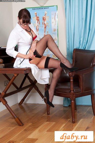 Похоть и разврат голой медсестры