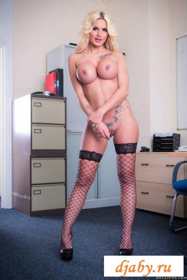 Классный бюст сексапильной секретарши