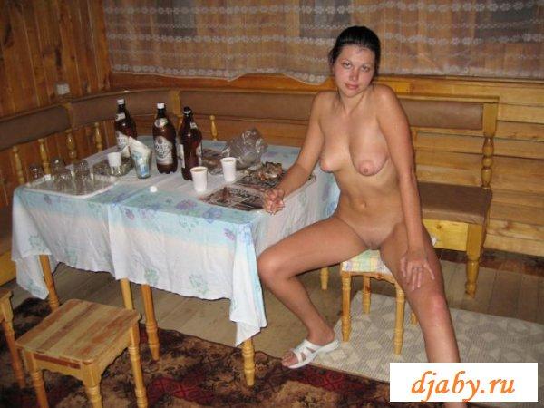На фото развратницы под алкоголем