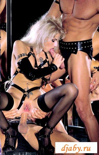 Устроили горячее извращение для блондинки
