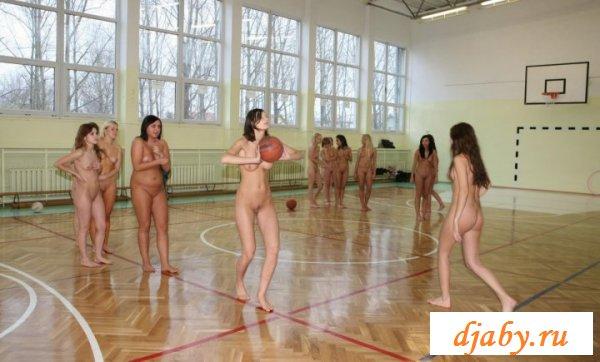 Похотливое поведение обнажённых баскетболисток