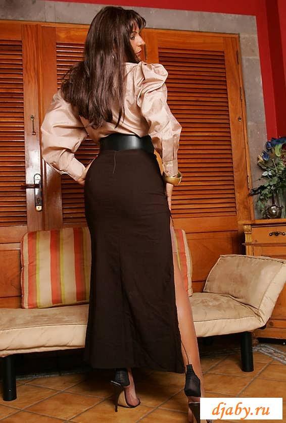 Эротика опытной дамы в дорогущем белье (20 фото)