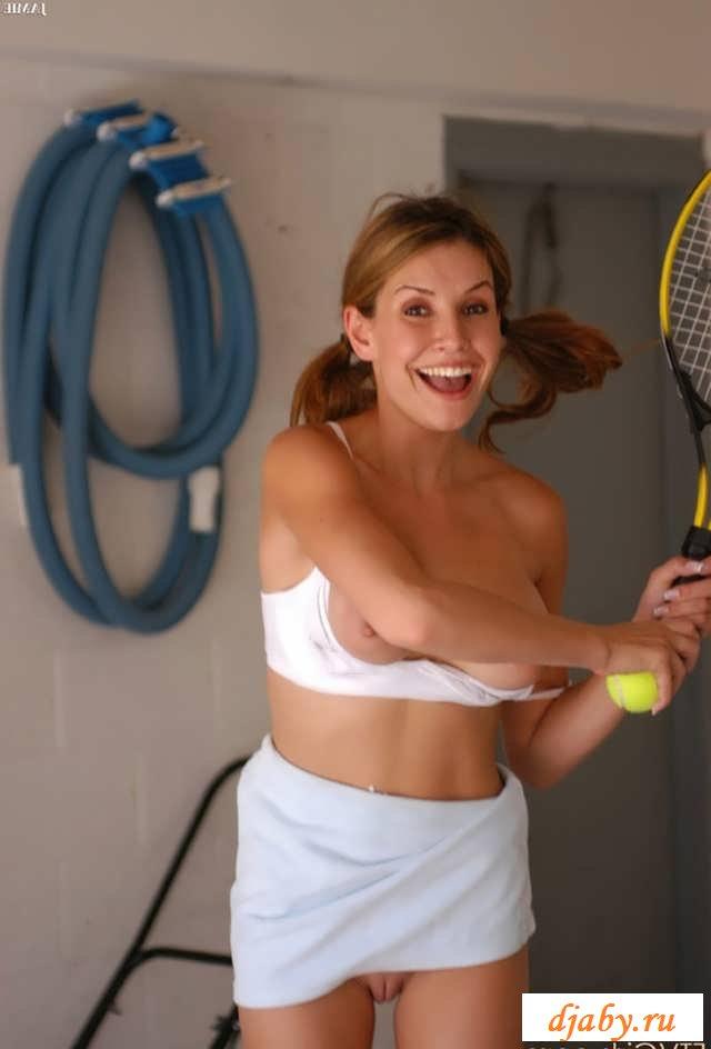 Голая теннисистка с побритой пилоткой (16 фото эротики)