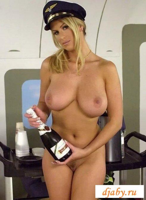 Обнаженные бортпроводницы на частных рейсах (23 фото эротики)