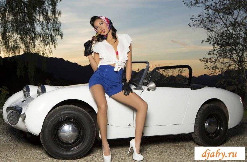 Голая звезда Alexandra Young с небольшой попкой (30 фото эротики)