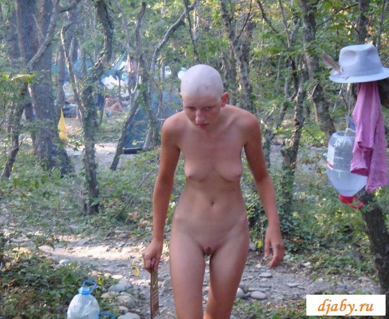 Эротика безволосых женщин выставляющие сиськи (21 фото)