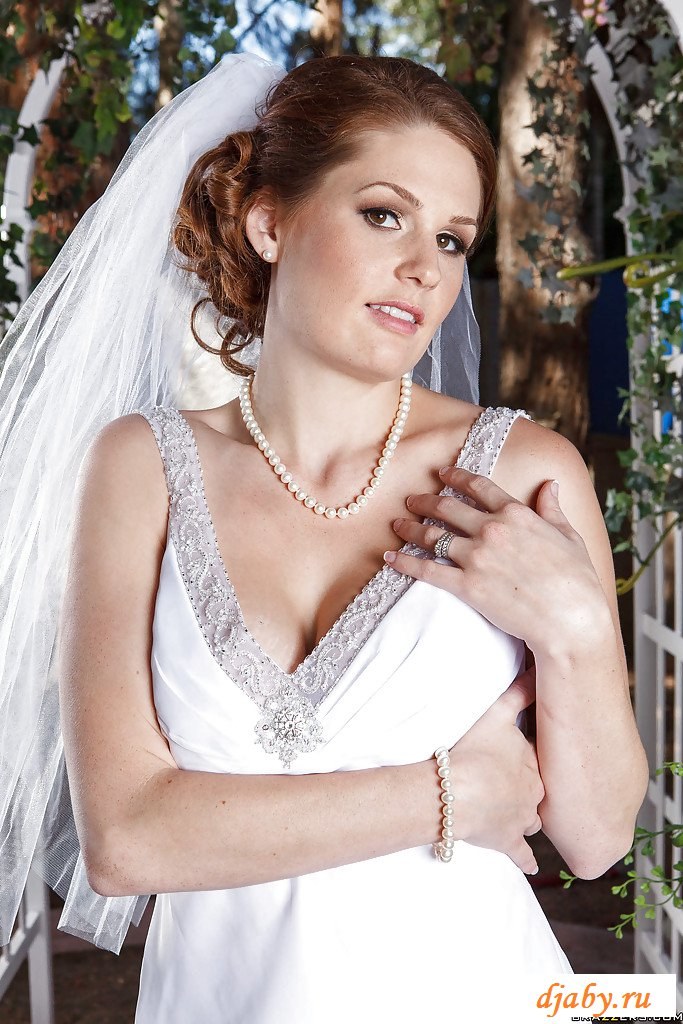 Раздетая шмонька невесты перед свадебной церемонией