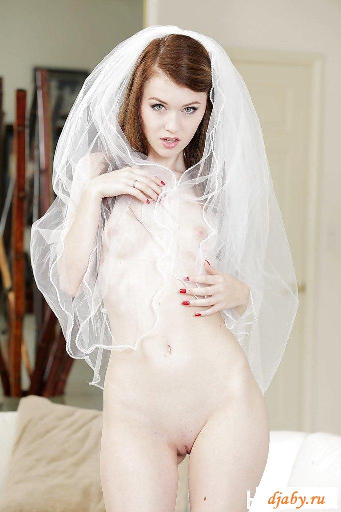 Эротика молодой невесты без трусов