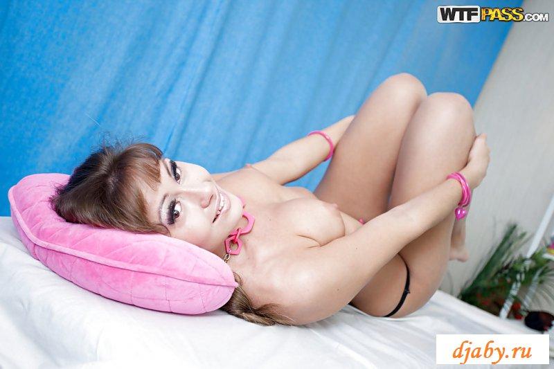 Эротика русской девахи перед массажем