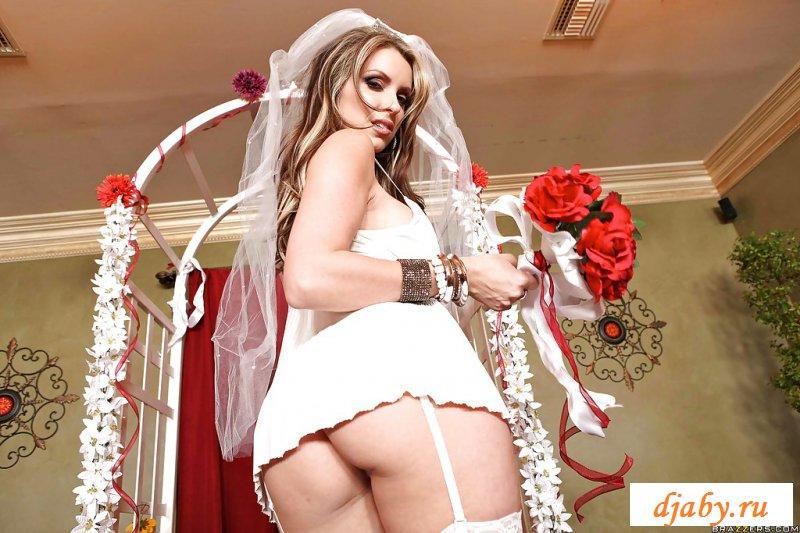Голая невеста с силиконовыми дойками