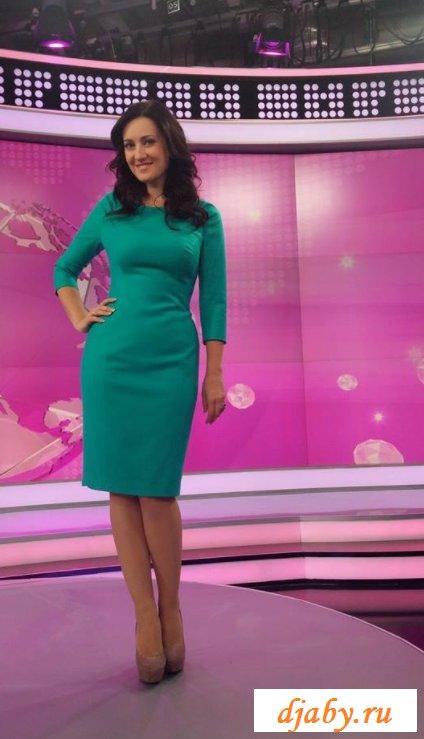 Обнаженная телеведущая с четвертым размером бюста (16 фото эротики)