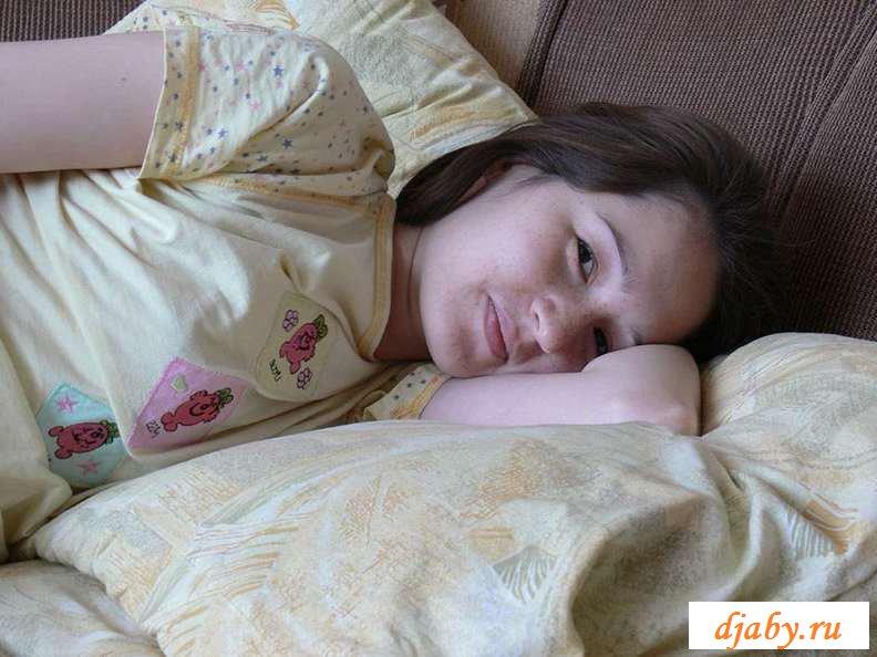 Голая девка с прыщавой пиздой (31 фото эротики)