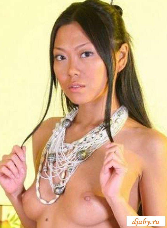 Обнаженная киргизка с небольшой грудью (15 фото эротики)