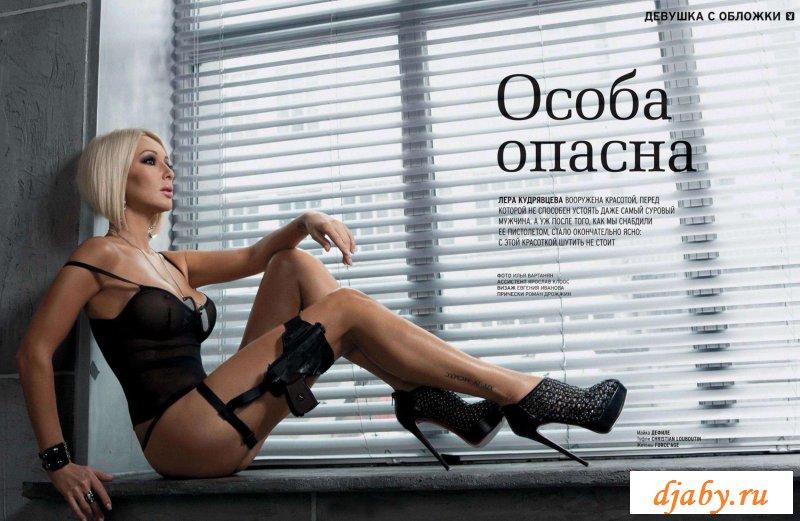 Раздетая телеведущая с привлекательными прелестями (31 фото эротики)