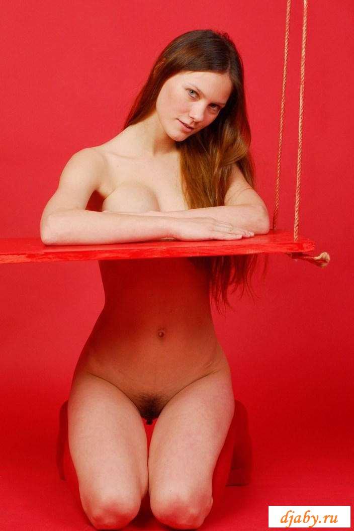 Обнаженная в нейлоне девки с маленькими сосками (24 фото эротики)