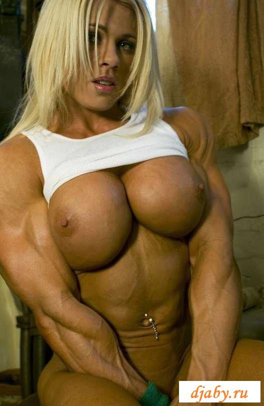 Эротика с кольцом в клиторе накаченной блондинки (15 фото)